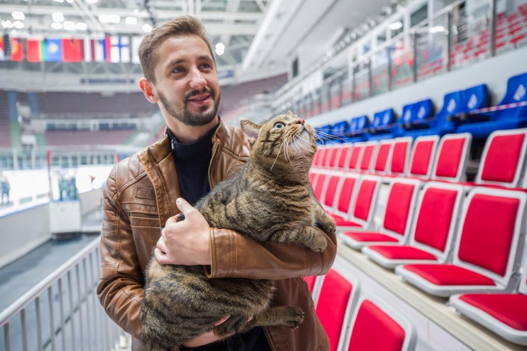 Виктора теперь будут пускать в самолеты: толстого кота позвали в популярный владивостокский клуб — худеть