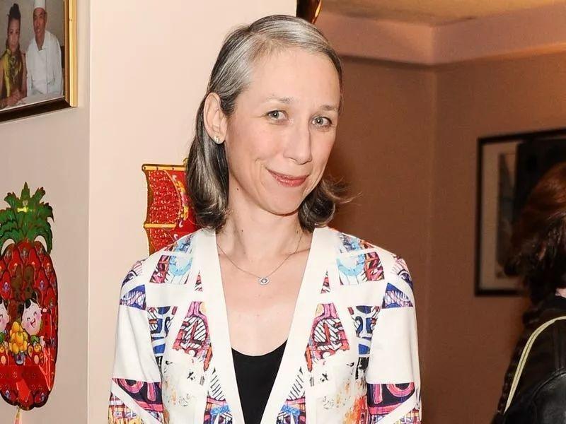 Подруга Киану Ривза Александра Грант объяснила, почему она не красит свои седые волосы