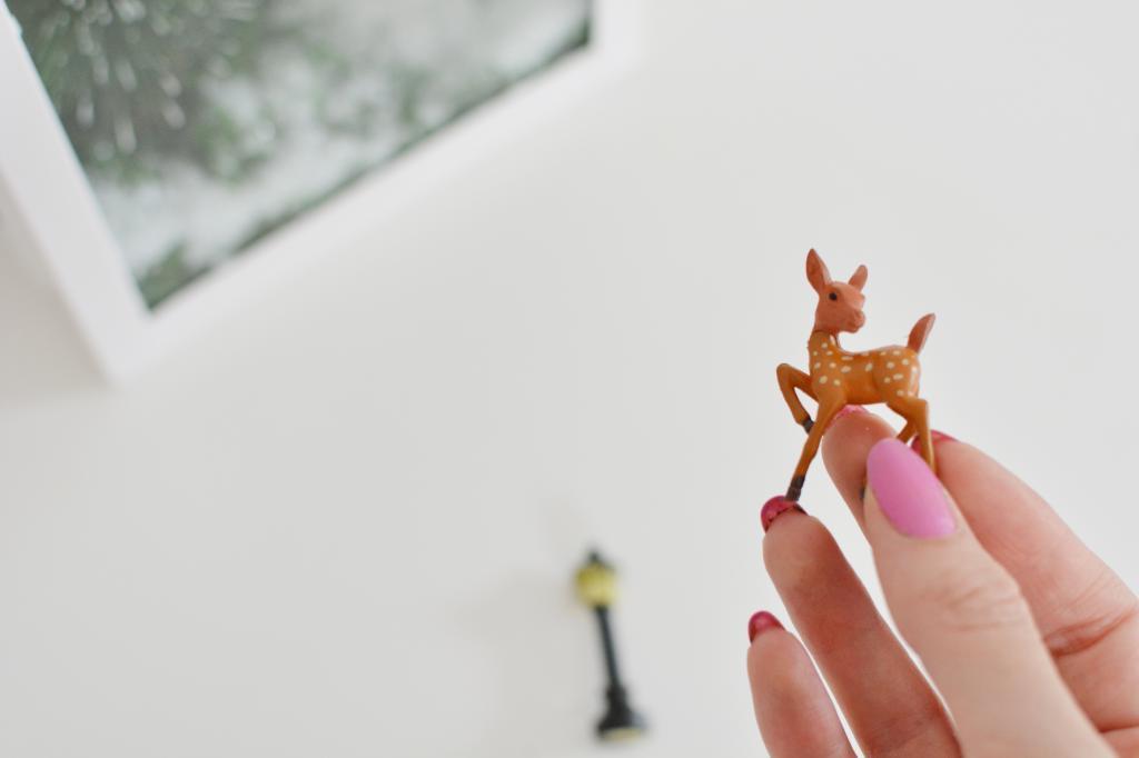 Зимняя сказка за стеклом: делаем милую новогоднюю инсталляцию своими руками
