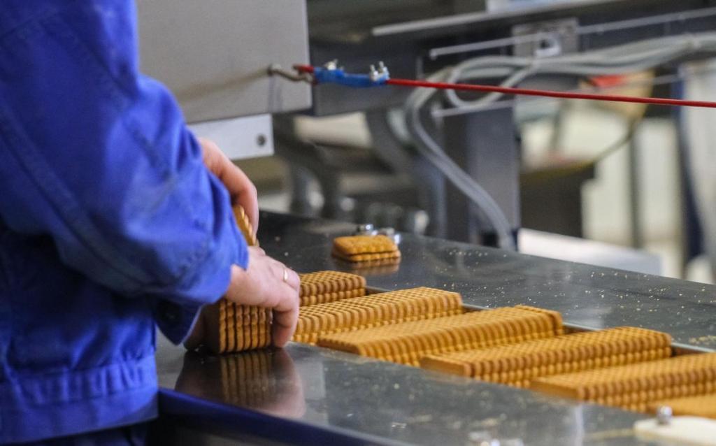 В Уфе пожилому гражданину выдали часть пенсии упаковкой печенья: 13 000 рублей он получил, а остальные 27 рублей были заменены неожиданным подарком