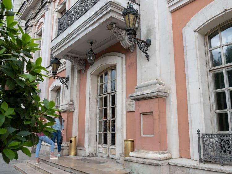 Турист отобедал в московском ресторане «Кафе Пушкинъ» и поразился всем: от подставки для сумок до вкуса и презентации