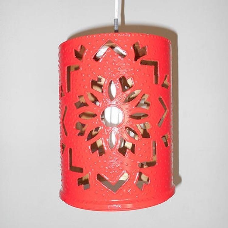 Ведро из-под краски не обязательно выбрасывать: из него может получиться яркий светильник в марокканском стиле