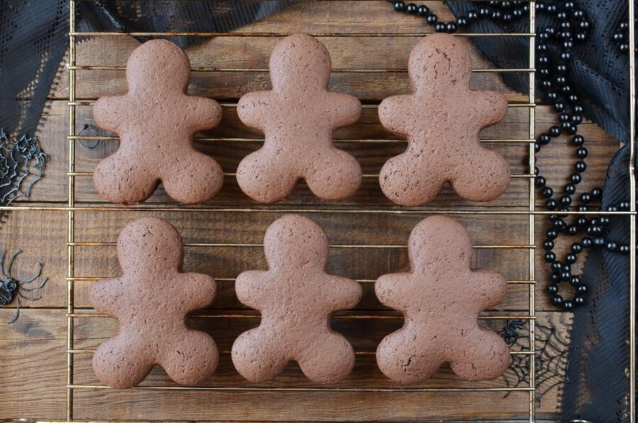 Мои дети любят интересное печенье, пеку разное. В этот раз сделала шоколадное в форме человечков
