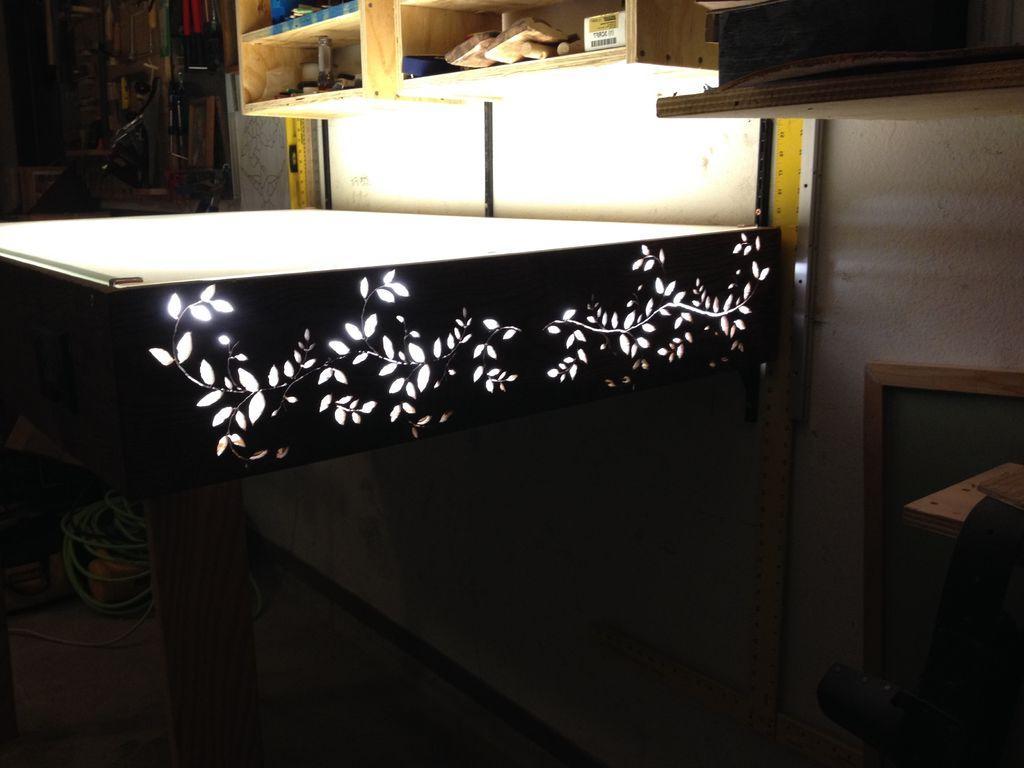 Идеальный вариант для тех, кто работает ночью: делаем красивый резной стол с подсветкой столешницы