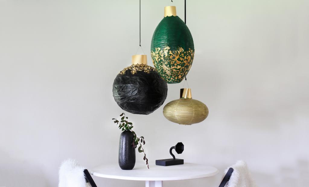 Готовимся к празднику масштабно: делаем гигантские елочные игрушки из абажуров для украшения дома