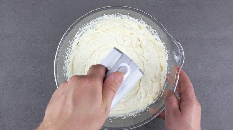 Вставляю эскимо в чизкейк и подаю: гости всегда в восторге от эффектного десерта