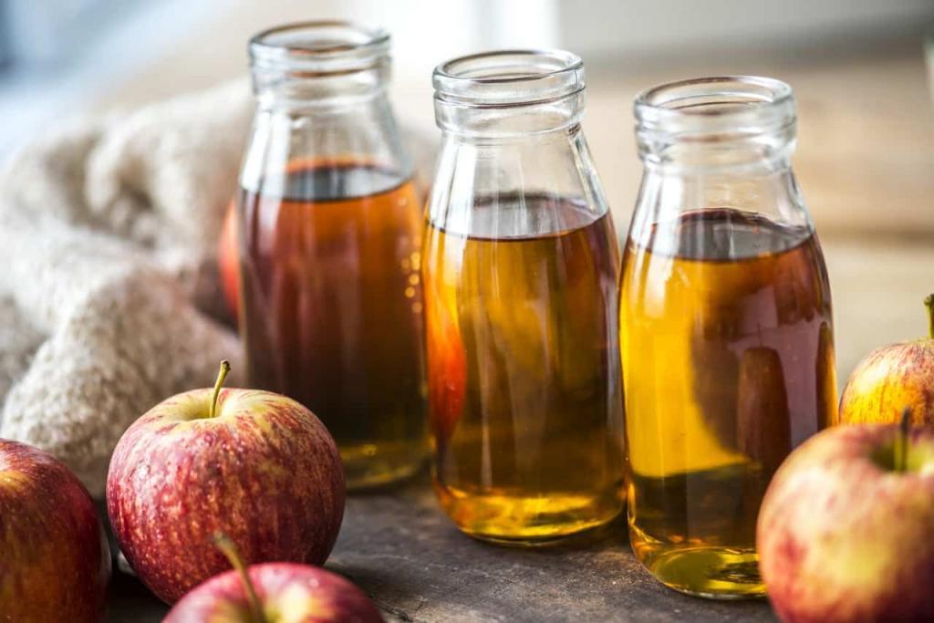 Яблочный уксус не задерживается в моем доме. Из него я готовлю средство против перхоти, оживляю волосы и придаю коже здоровый вид: простые рецепты