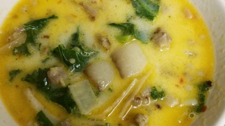 Сливочный суп, сваренный по тосканскому рецепту, радует даже моих деток: охотничьи колбаски придают ему вкус, а чеснок   неповторимый аромат (рецепт)