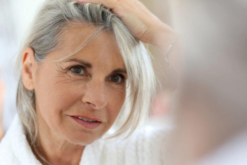Что делать, чтобы избежать седины: ученые пришли к выводу, что волосы седеют не от старости