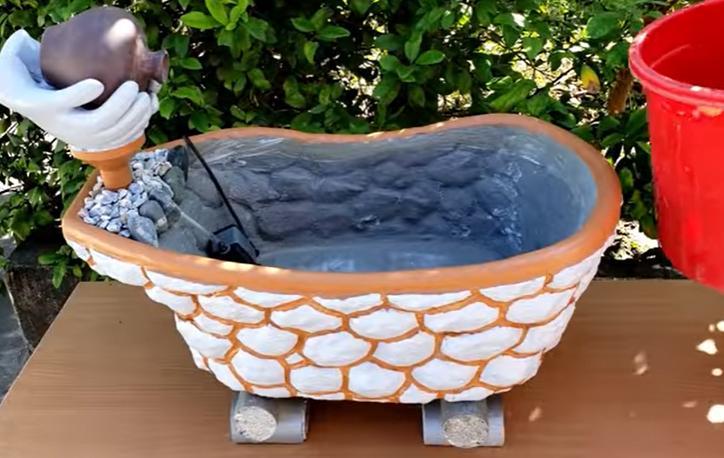 Мужчина взял цемент, старую детскую ванну и сделал очень красивую вещь для своего сада. Любуются все соседи
