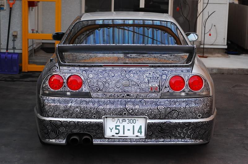 Жена разрисовала новый Nissan GTR мужа перманентным маркером: когда мужчина увидел, то замер от восторга