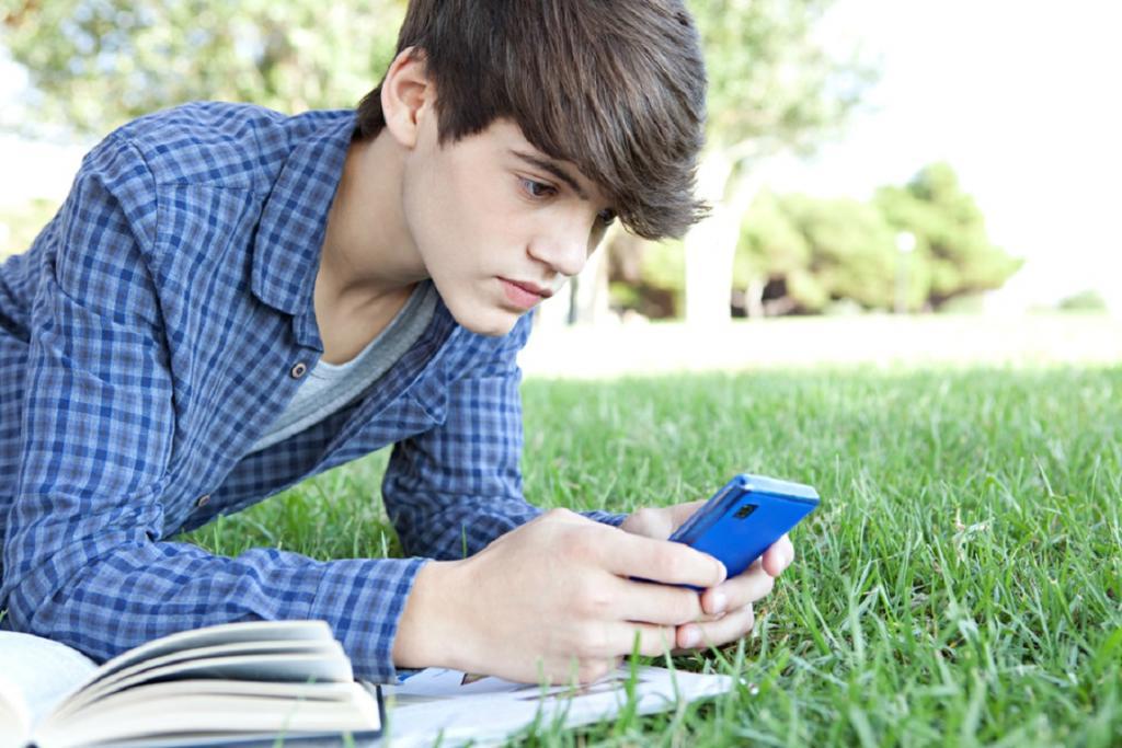 Начал ответственно относиться к своим вещам: признаки, по которым можно определить, что ребенку уже пора покупать смартфон