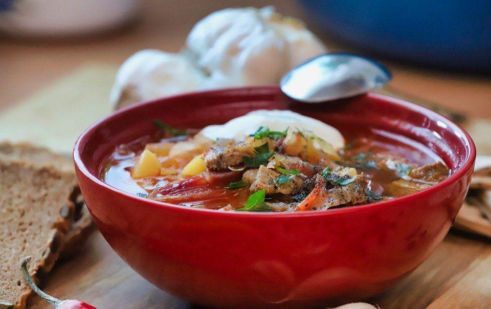 Овощной суп, рыбный, из субпродуктов: диетологи составили список вредных, по их мнению, первых блюд