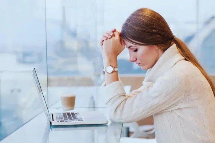 Асоциальные сети: британское исследование показало, что более половины людей чувствуют себя одинокими из-за недостатка живого общения