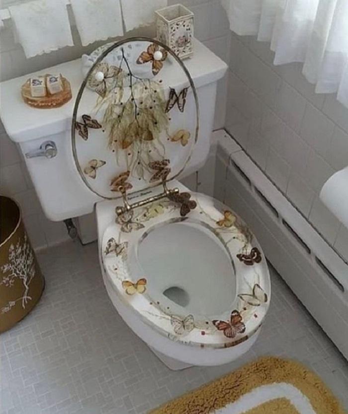 Унитаз в бабочках и камин в душе: риелтор показала худшие дизайнерские решения