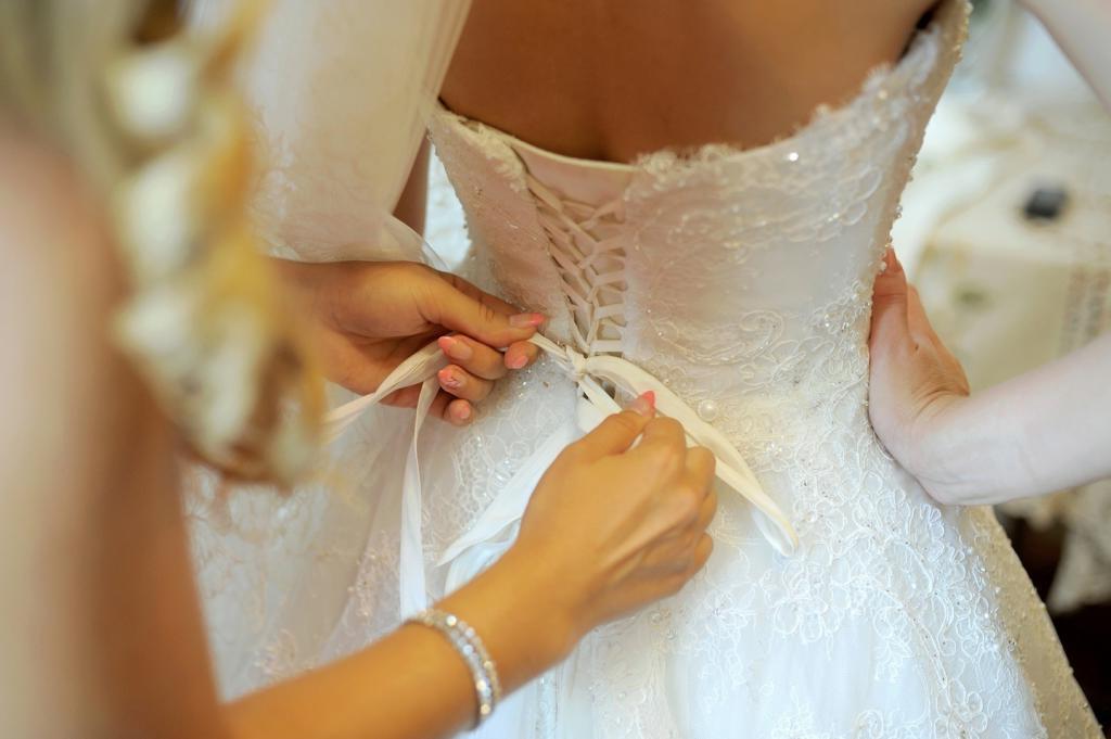 Жениху пришлось публично извиняться за обсуждение платья своей невесты в социальных сетях