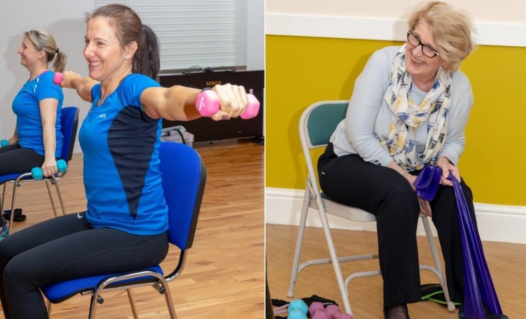 Спорт необходим в любом возрате: женщина организовала тренировки на стуле, чтобы пожилым клиентам было удобнее заниматься