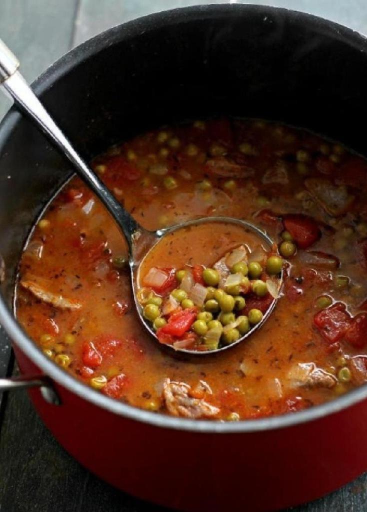Горох в бульоне - настоящее объедение! Нежная тушеная говядина с консервированным горошком и помидорами