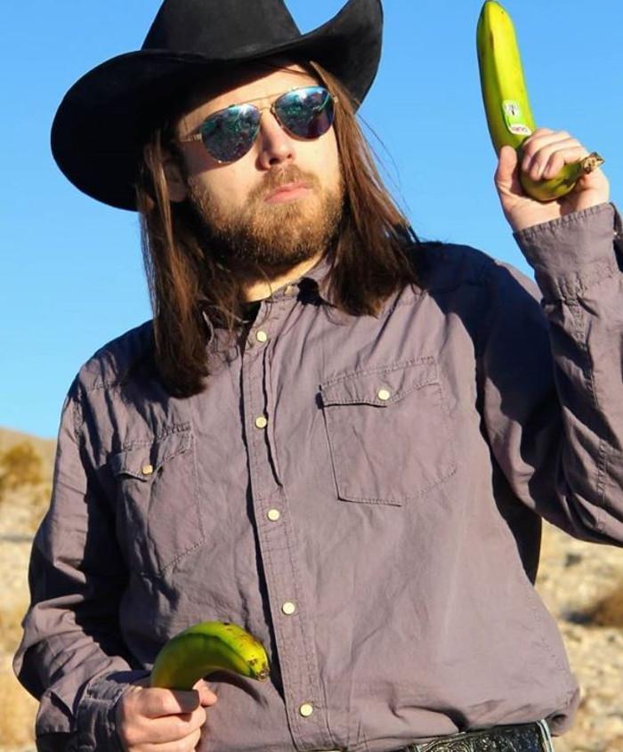 Вегетарианский ковбой: мужчина, дед которого был мясником, борется со стереотипами, охотясь с бананом на тыквы