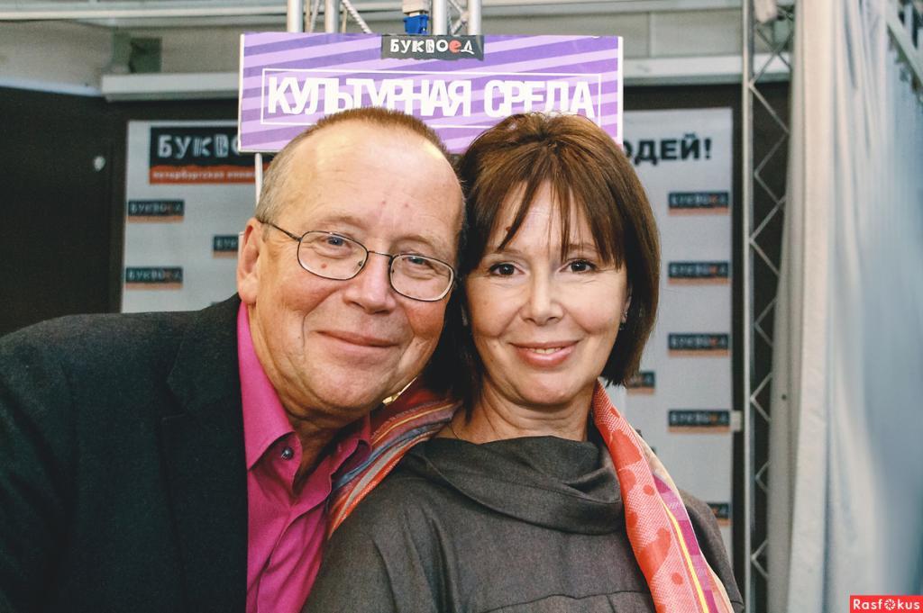 Играли в театр и вместе пели песни: какими были отношения актрисы Евгении Симоновой и ведущего Юрия Вяземского в детстве