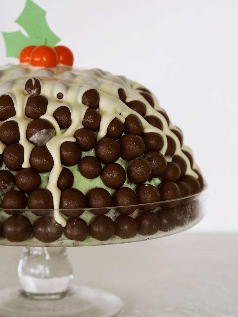 Мне нужно всего 4 ингредиента, чтобы приготовить яркий и вкусный торт-мороженое без выпечки: простой рецепт
