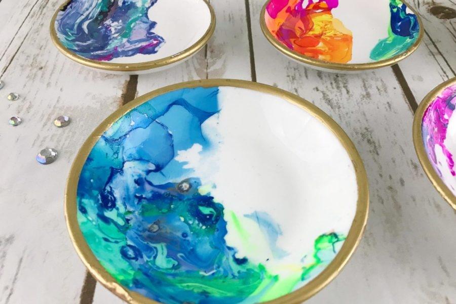 Невероятной красоты абстракции: как украсить скучные белые тарелки авторскими принтами