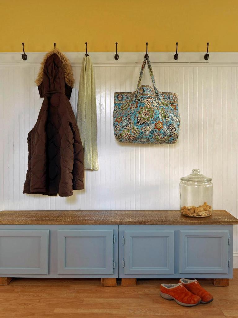 Как сделать удобную банкетку для прихожей из старых кухонных шкафов: пошаговая инструкция