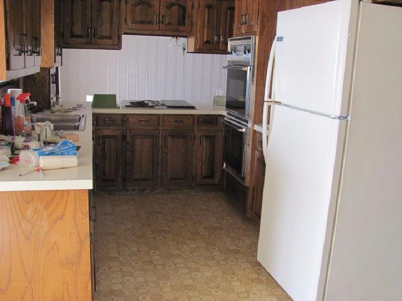 Старая кухня выглядела темной и невзрачной, переделка в деревенском стиле освежила ее