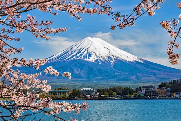 Какие места Азии считаются самыми популярными среди туристов? Почему японская гора Фудзи находится на первом месте