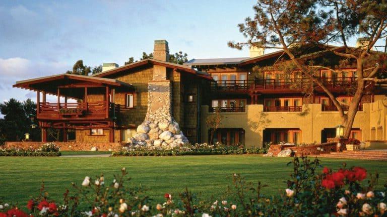 Огромное поле для гольфа, шум волн и потрясающие виды любого заставят влюбиться в отель  Торри Пайнс