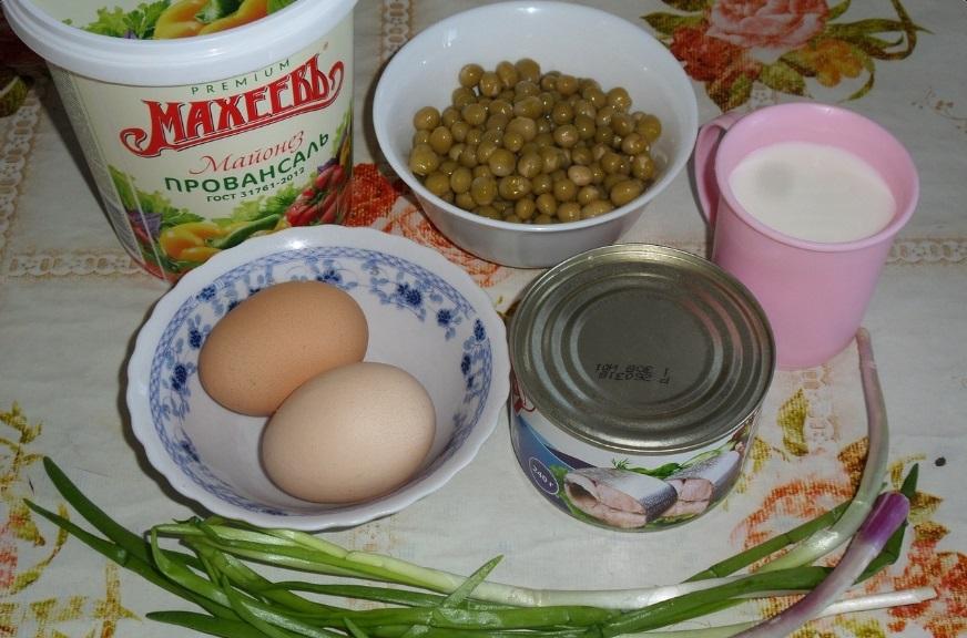 Когда попробовала этот салат впервые, восхитилась. Оказывается, рыбные консервы и зеленый горошек   идеальное сочетание (рецепт)