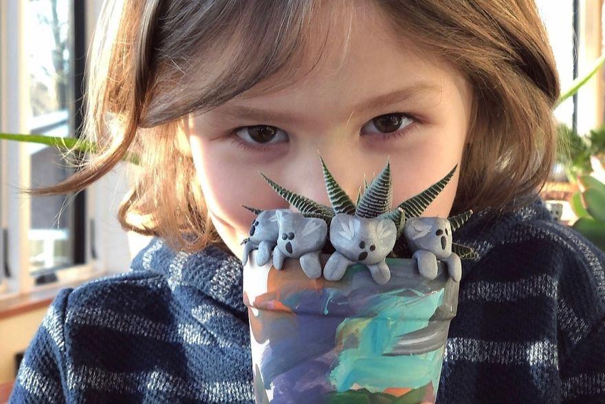 6 летний Оуэн решил помочь Австралии и собрал более 250 000 долларов за 10 дней, продавая самодельные игрушки