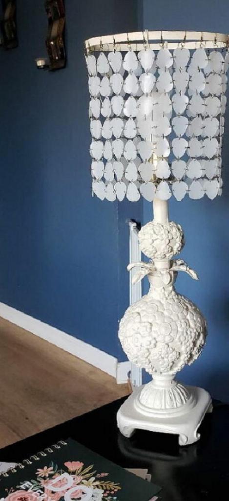 На юбилей для мамы сделала в подарок стильную настольную лампу