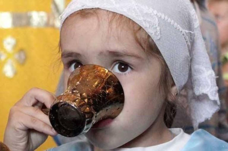 Как нужно набирать воду на Крещение и когда пить, чтобы избавиться болезней и привлечь благосостояние
