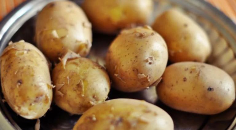 Вкус картофеля при варке изменит всего лишь один ингредиент. Кулинарный лайфхак моей мамы
