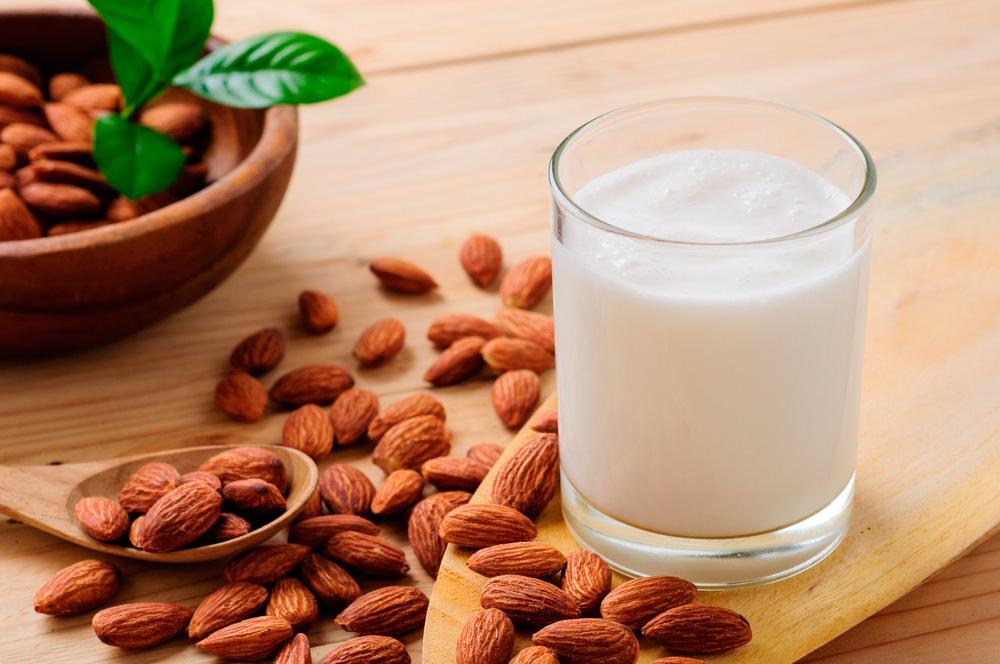 Правда о миндальном молоке: этот напиток гораздо опаснее для окружающей среды, чем считалось ранее