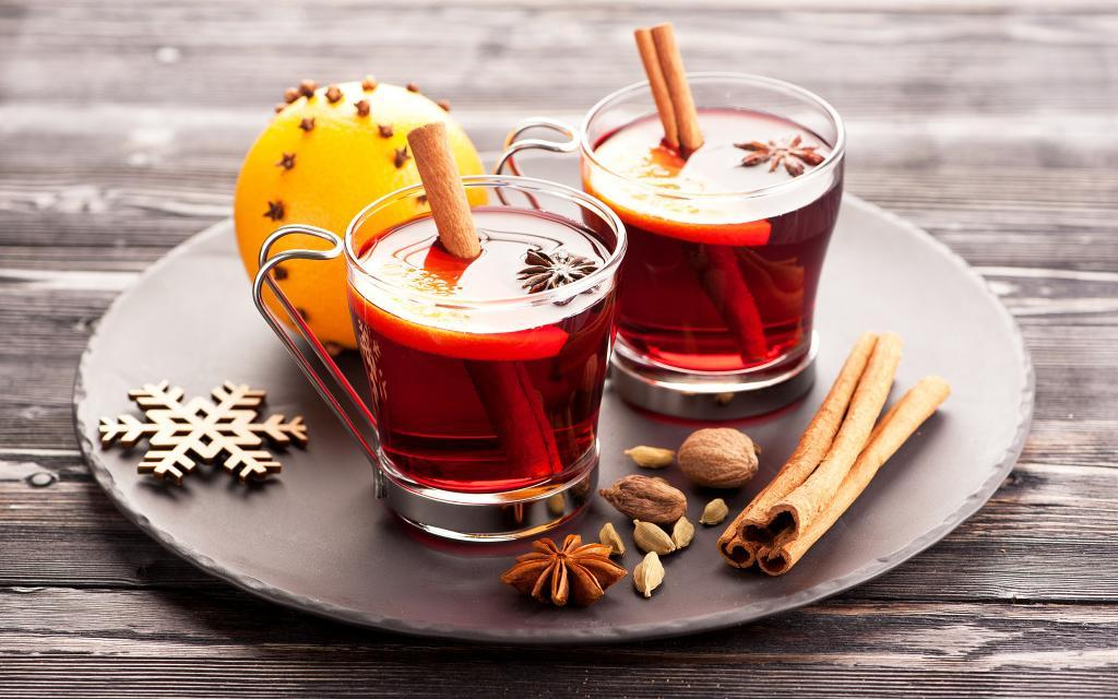 Если надоело пить чай только с лимоном и сахаром: другие вкусные варианты с черноплодной рябиной, корицей или гвоздикой