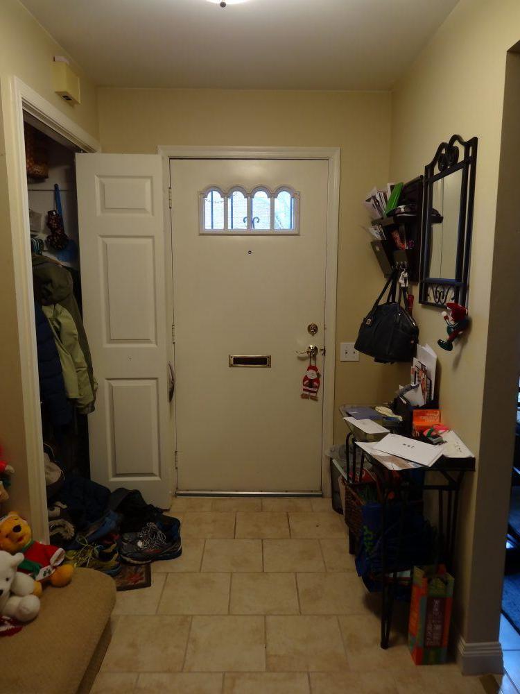 Неправильное освещение, захламленный вход: 7 вещей, которые визуально уменьшают пространство в вашем доме