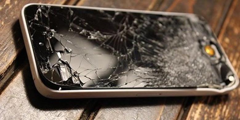 Разбили телефон - ждите неудач. Почему нельзя пользоваться разбитым телефоном