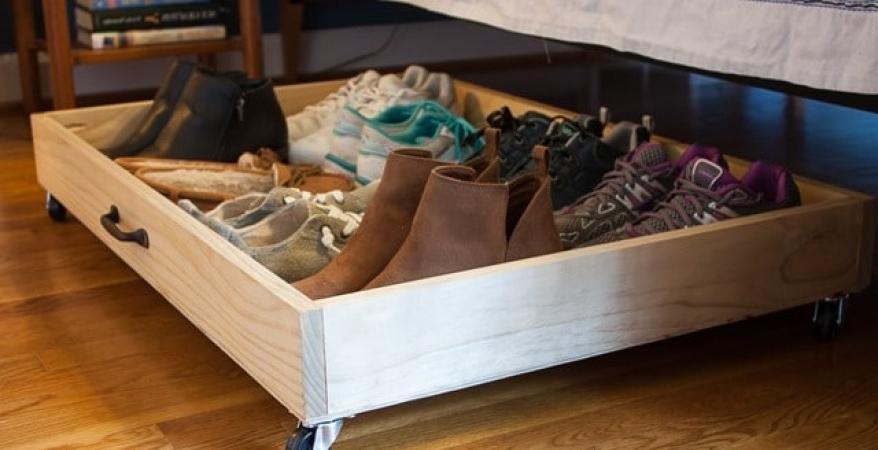 Просто и функционально: делаем ящик для обуви на колесиках, который можно хранить под кроватью