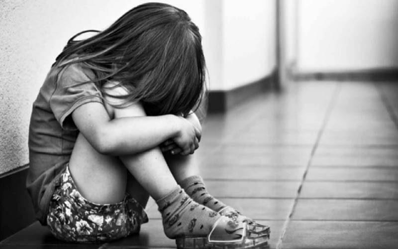 Я услышала плачь в подъезде, там сидела сероглазая девочка и плакала. Набрала ее отцу, а он оказался моим бывшим мужем. Так и получилось, что с тех пор мы вместе