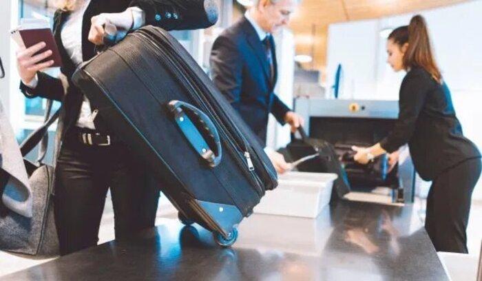 Оставьте еду в самолете: женщина забыла выложить апельсин в самолете и попала в список подозрительных личностей