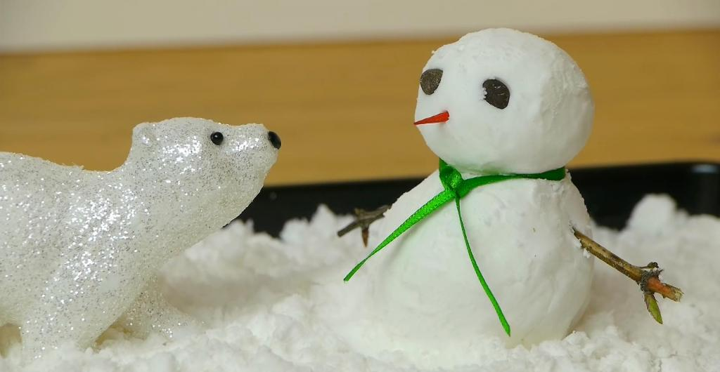 Дети так хотели слепить снеговика, но зима подкачала: я нашла выход и сделала снег сама