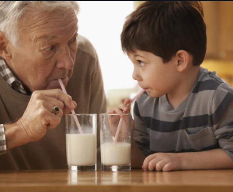Все-таки полезно: ученые выяснили, что нежирное молоко замедляет процесс старения