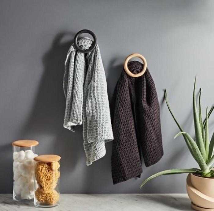 4 стильных идеи по хранению полотенец: они подойдут даже для маленькой ванной