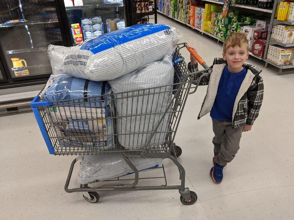 Подарок себе на день рождения: 5-летний мальчик собрал постельные принадлежности, чтобы помочь нуждающимся детям