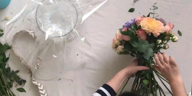 Флористу на заметку: оригинальная идея для букета с  жидкой  упаковкой