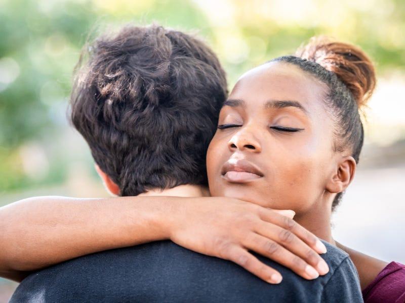 Только партнер заставляет вас чувствовать себя хорошо: как понять, что у вас есть любовная зависимость