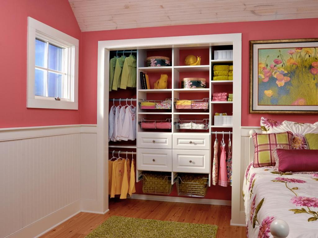 8 готовых дизайнерских решений, которые помогут, когда в доме нет гардеробной