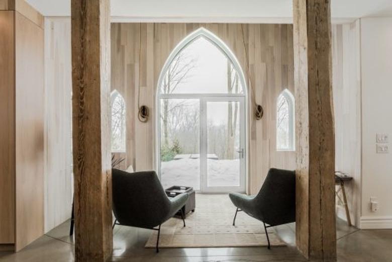 Самый необычный дом в мире. В Канаде есть особняк, оборудованный в старой церкви: как он выглядит изнутри (фото)